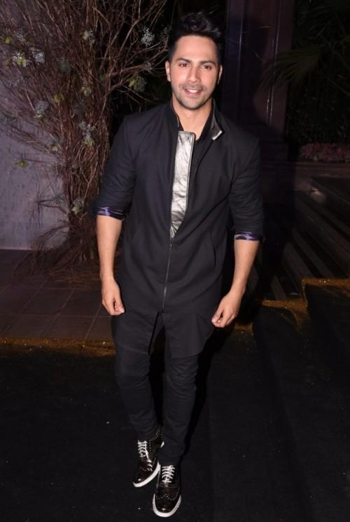 Varun looked quite impressive in this black outfit at Manish's B'day Bash. - SeenIt