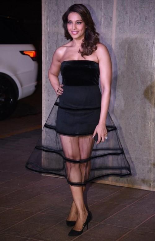 Bipasha carried this Monsoori dress perfectly at Manish's B'day Bash. - SeenIt