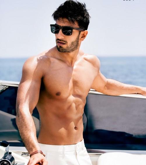 Ranveer Singh's wayfarer sunglasses from befikre - SeenIt