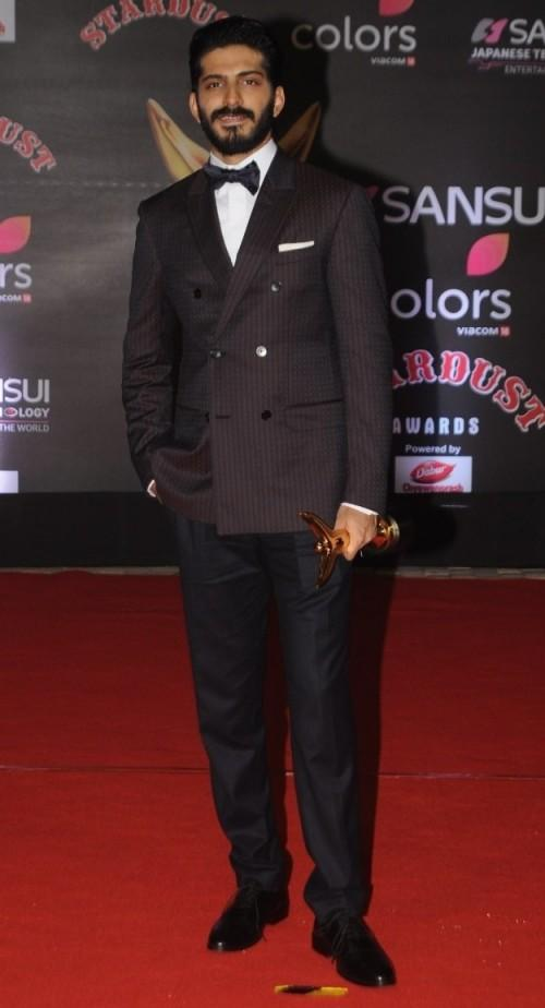 Harshvardhan in a dark coloured double breasted blazer at the Stardust Awards 2016. - SeenIt