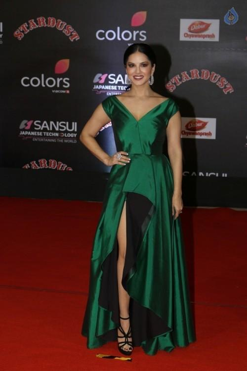 Sunny Leone in a green asymmetrical gown at the Stardust Awards 2016. - SeenIt