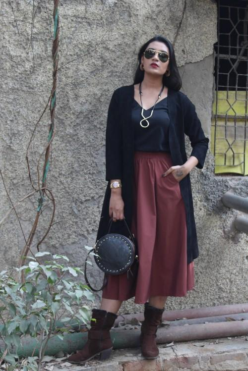 Can you help me find the black top, the rust skirt and accessories plz? - SeenIt