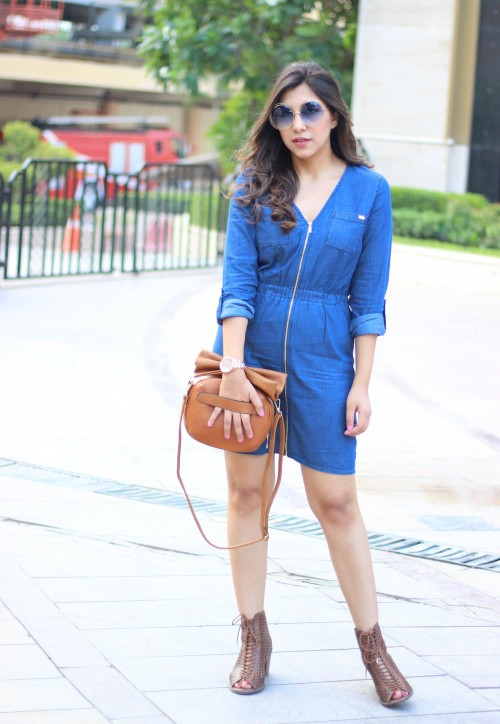 This blue zipper dress along with the brown bag is perfect for a casual outing during daytime. - SeenIt