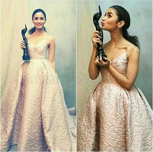 Cute as always! Alia Bhatt in Prabal Gurung pink textured gown at the Filmfare Awards 2017. - SeenIt