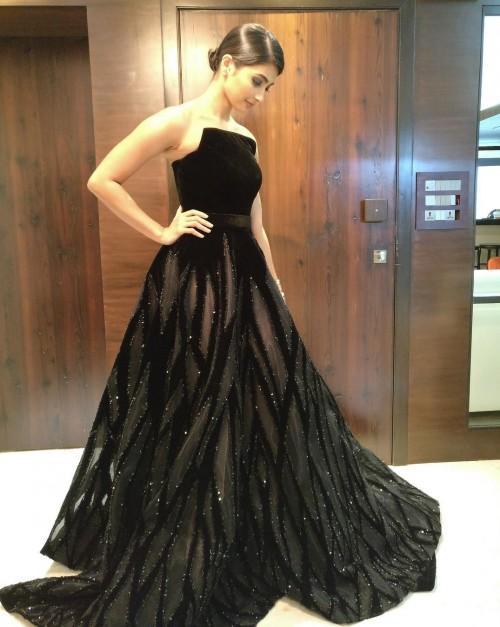 Pooja Hegde in Ali Younes black velvet and sheer strapless gown at the Filmfare Awards 2017. - SeenIt