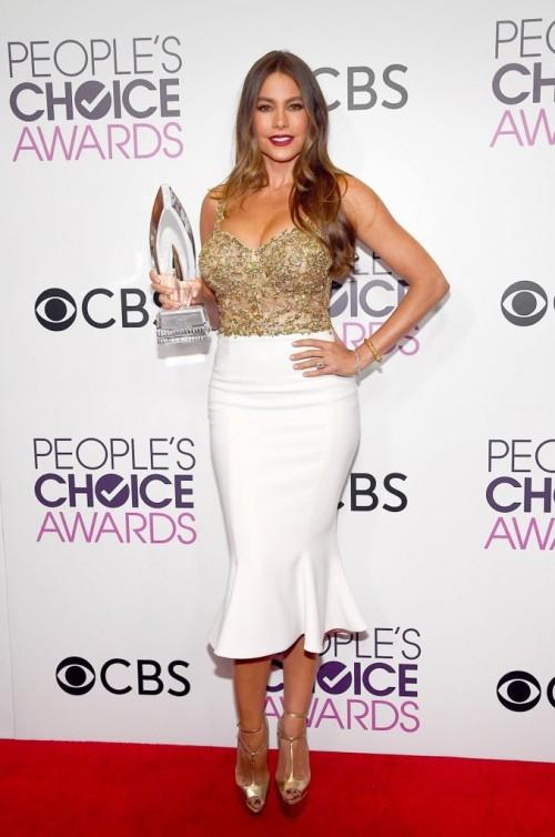 Sofia Vergara looked hot in golden and white midi dress at the People's Choice Awards 2017. - SeenIt