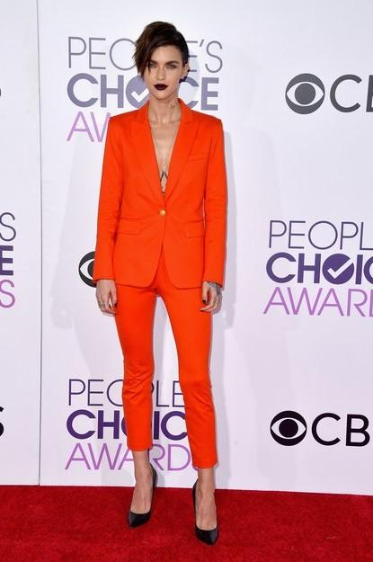 Ruby Rose nailed this orange pantsuit by Veronica Beard at the People's Choice Awards 2017. - SeenIt