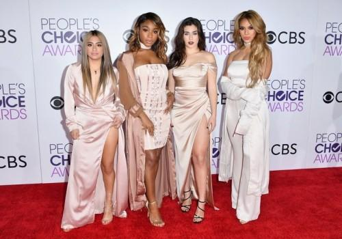 Fifth Harmony hit the red carpet in pink & white ensembles at the People's Choice Awards 2017. - SeenIt