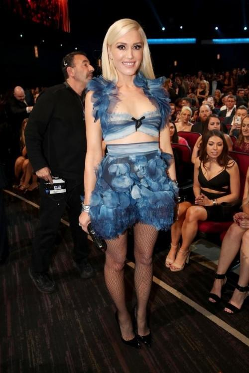 Gwen Stefani was spotted in a blue ensemble at the People's Choice Awards 2017. - SeenIt