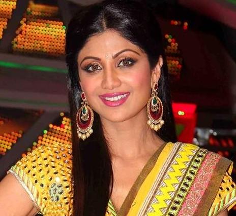 Want the chandbali's that Shilpa Shetty is wearing - SeenIt