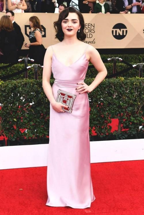Maisie Williams in an elegant pink gown at the SAG Awards 2017. - SeenIt