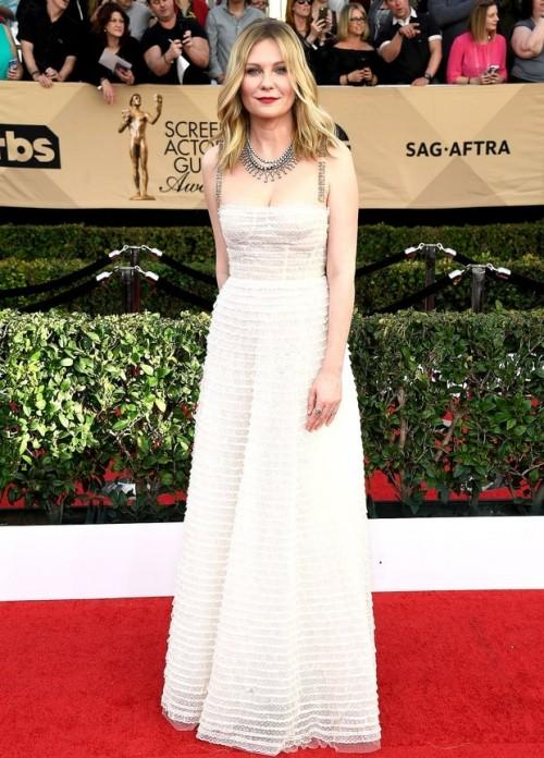 Kristen Dunst looked divine in a white Dior gown at the SAG Awards 2017. - SeenIt