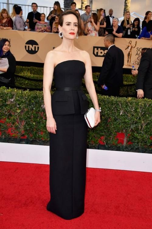 Sarah Paulson in a black Vera Wang strapless gown at the SAG Awards 2017. - SeenIt