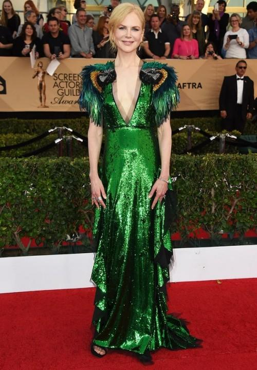 Nicole Kidman dazzled in a green sequin Gucci gown at the SAG Awards 2017. - SeenIt