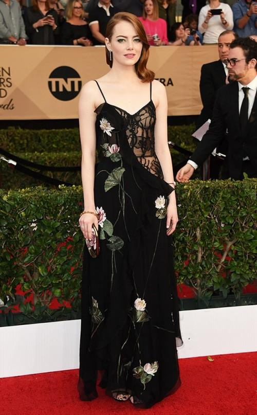 Gorgeous Emma Stone inAlexander McQueen black floral gown at the SAG Awards 2017. - SeenIt