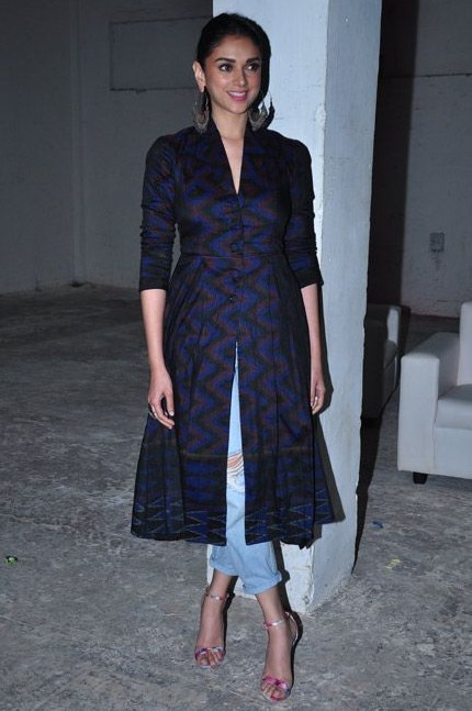 What do you think of Aditi Rao Hydari's style..ethnic navy blue front slit kurta with distressed jeans? - SeenIt
