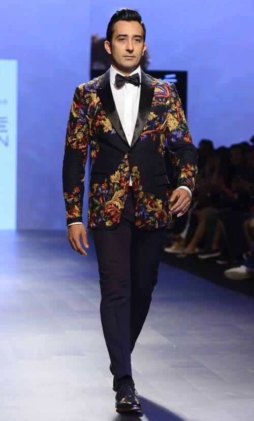 Yay or Nay? Rahul Khanna walked the ramp as a showstopper for Narendra Kumar in a dapper tuxedo outfit - SeenIt