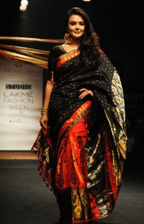 Yay or Nay? Preity Zinta stunned as a showstopper for Sanjukta Dutta at the Lakme Fashion Week - SeenIt