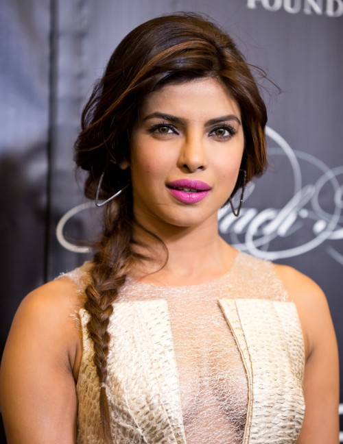 want the pink lipstick that Priyanka is wearing - SeenIt