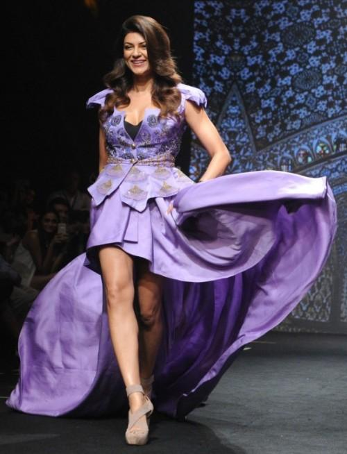 Yay or Nay? Sushmita Sen strutted the ramp as a showstopper for Vancapalli Shah at the Lakme Fashion Week - SeenIt