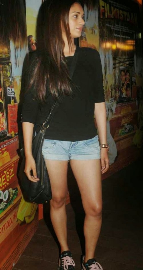 The black top Aditi Rao Hyadri is wearing , want a similar one - SeenIt