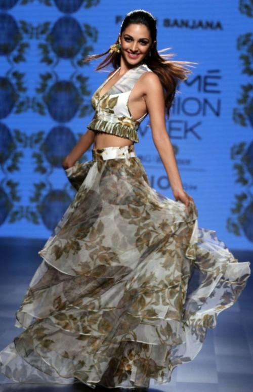 Yay or Nay? Kiara Advani in a beautiful outfit for Farah Sanjana as a showstopper at the Lakme Fashion Week - SeenIt