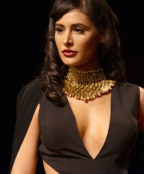 What is your voice on the Neclace that Nargis Fakri is wearing? - SeenIt