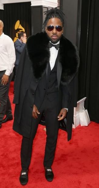 Yay or Nay?? American singer Jason Derulo also attended the 59th annual Grammy Awards in an all black three piece suit - SeenIt