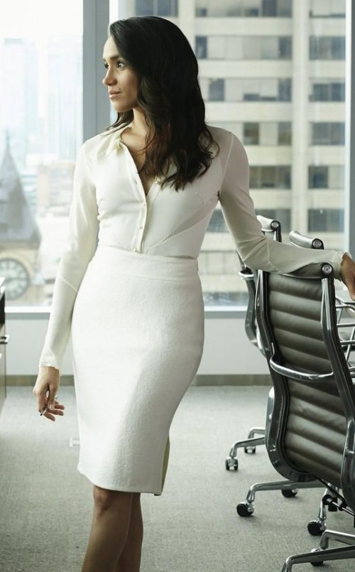 rachel's white pencil skirt is so hot , want a similar one online - SeenIt