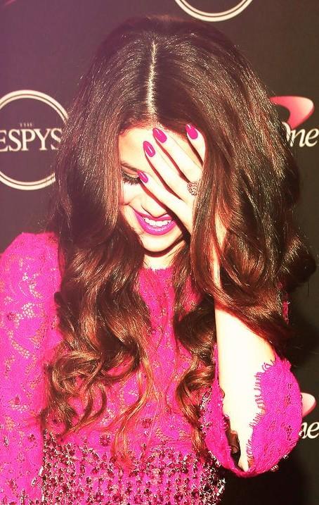 Want a similar pink shade nail polish that Selena Gomez is wearing. - SeenIt