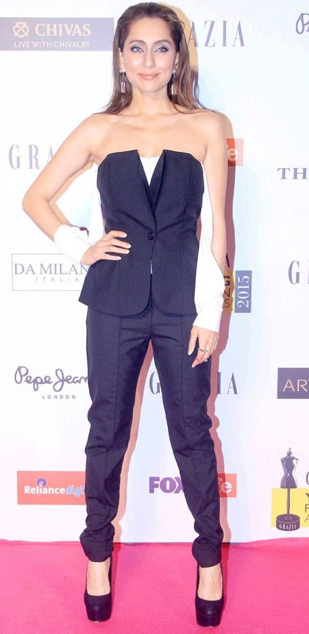 Yay or Nay? Vj Anusha in a black off shoulder blazer and trousers paired with stiletto pumps. - SeenIt