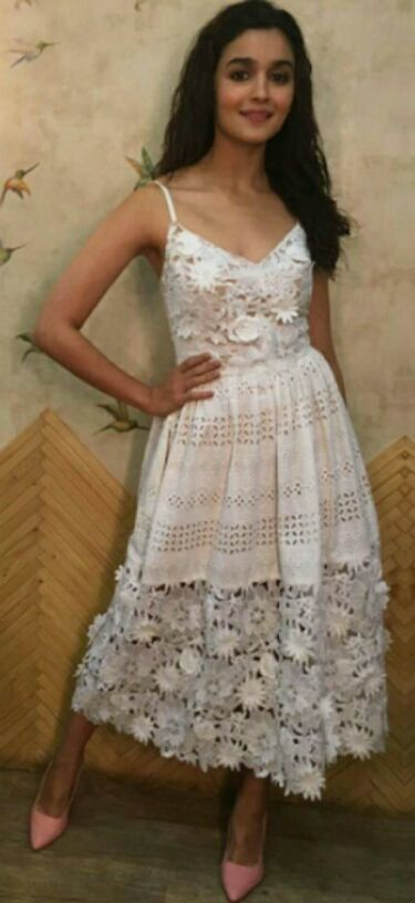 Want the white lace dress which Alia Bhatt is wearing - SeenIt