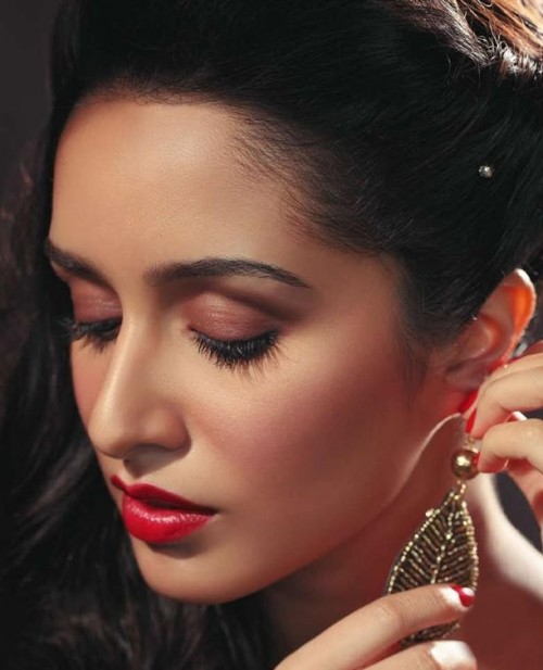 Want similar red color lipstick that Shraddha Kapoor is wearing - SeenIt
