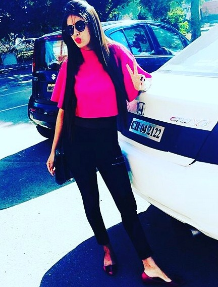 Want the pink top, black skinny jeans and black sunglasses - SeenIt