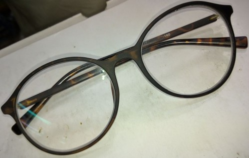 Spectacle frame similar to this, where I can find any spcific brand shop etc - SeenIt