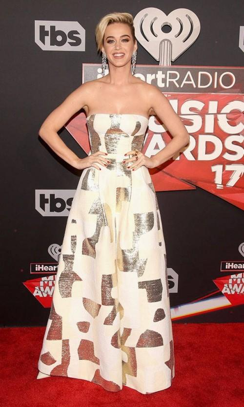 Yay or Nay? Katy Perry wearing a tube gown at the iheart Radio music awards last night - SeenIt