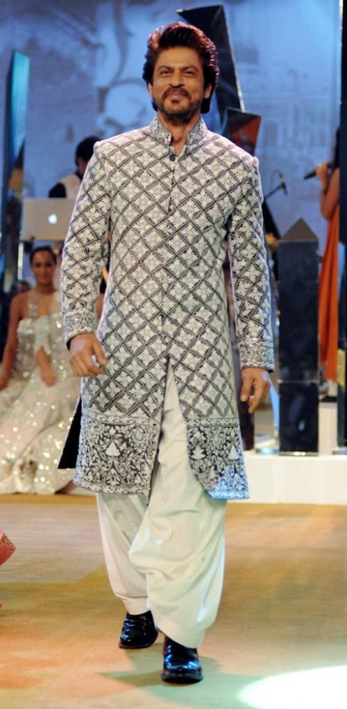 Yay or Nay? Shahrukh Khan walked the ramp for Manish Malhotra at his own Mijwan summer fashion show held for charity - SeenIt