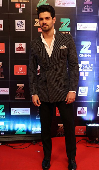 Yay or Nay? Sooraj Pancholi wearing a black and white checkered suit paired with a white shirt and black pants at the Zee Cine awards 2017 - SeenIt