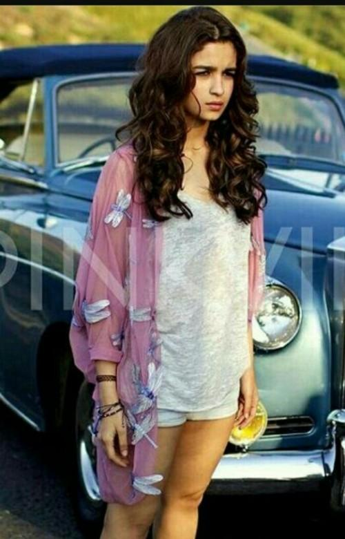 Where can I find the dragonfly kimono / shrug wore by Alia Bhatt in this pic ? - SeenIt