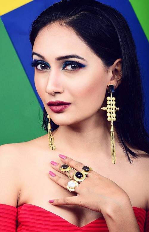 I want exactly the same golden dangler earrings with stones and also the ring that Vishwa Bhavsar is wearing. - SeenIt