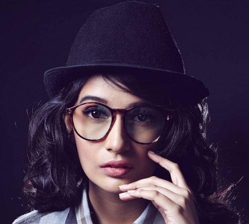 Looking for the black fedora hat and the brown round eyeglasses that Vishwa Bhavsar is wearing. - SeenIt