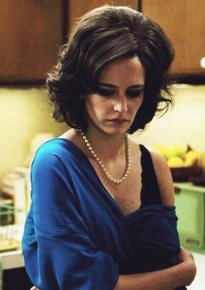 Looking for the pearl necklace that Eva Green is wearing. - SeenIt