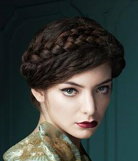 I need Lorde's exact red lip shade. - SeenIt