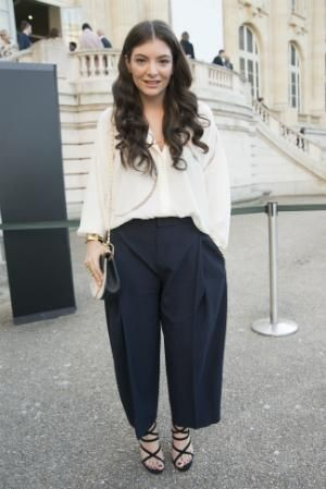 Where can I find a similar black trousers and white shirt that Lorde is wearing? - SeenIt