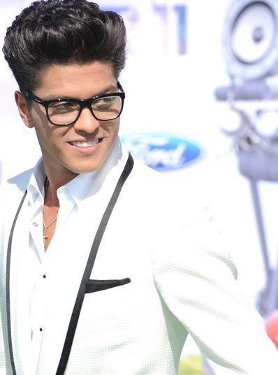 b791ccb2bd I want these square glasses that Bruno Mars is wearing. - SeenIt