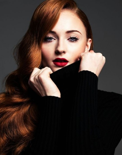 Want Sophie Turner's exact red shade of lipstick. - SeenIt