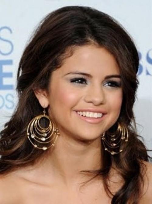 Looking for the exact same earrings that Selena Gomez is wearing - SeenIt