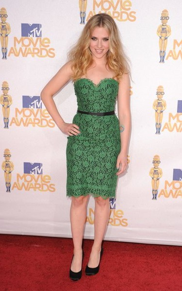 Yay or Nay? Need your opinion on the green lace tube dress that Scarlett Johansson is wearing. - SeenIt