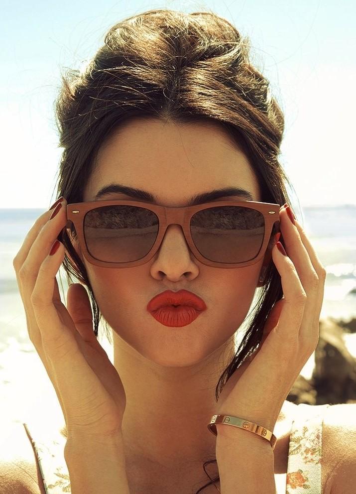 i am so loving this Kendall Jenner's dark orange shade of lipstick.. - SeenIt