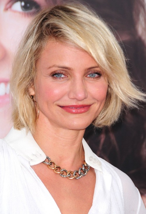 Looking for a similar golden chain necklace that Cameron Diaz is wearing. - SeenIt
